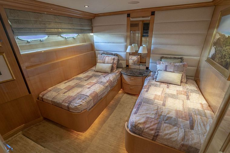 REFLECTIONS Yacht Charter - Twin guest stateroom