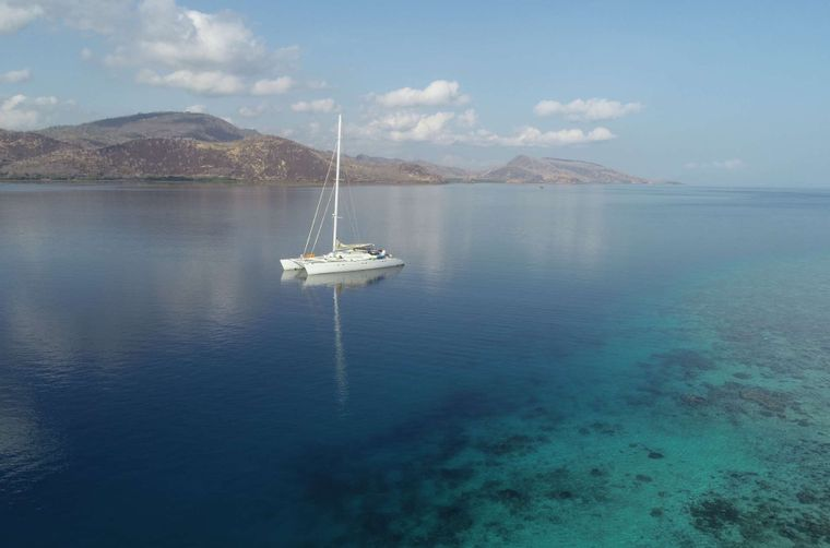 LONESTAR Yacht Charter - Discover Southeast Asia  on your floating villa