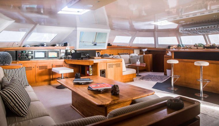 LONESTAR Yacht Charter - Salon with inviting bar and seating for entertainment and relaxation
