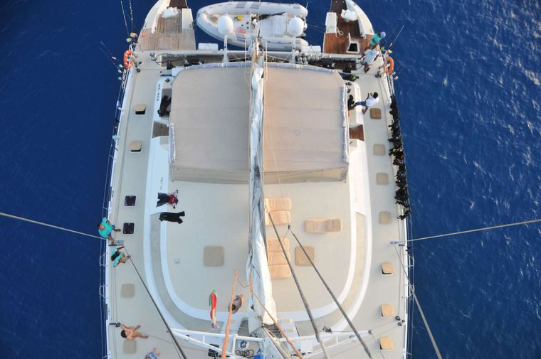 LONESTAR Yacht Charter - LONESTAR offers over 2,500 sq ft of deck space