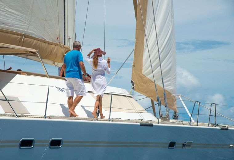 LONESTAR Yacht Charter - Perfect for family and friends holiday