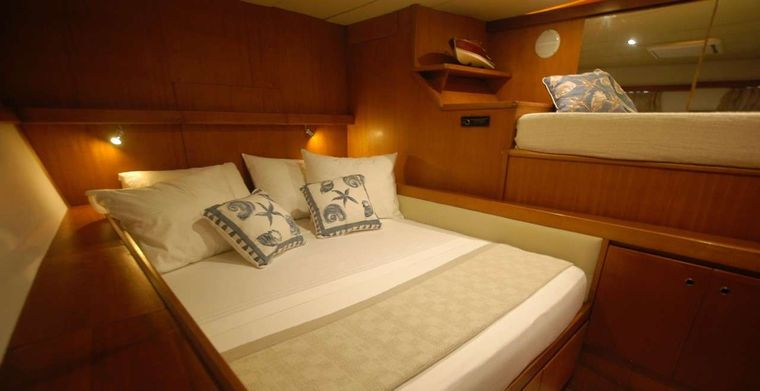 LONESTAR Yacht Charter - LONESTAR Double Cabin with extra bed for a child