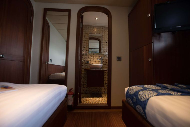 ORIENT PEARL Yacht Charter - Spacious Twin cabin with ensuite