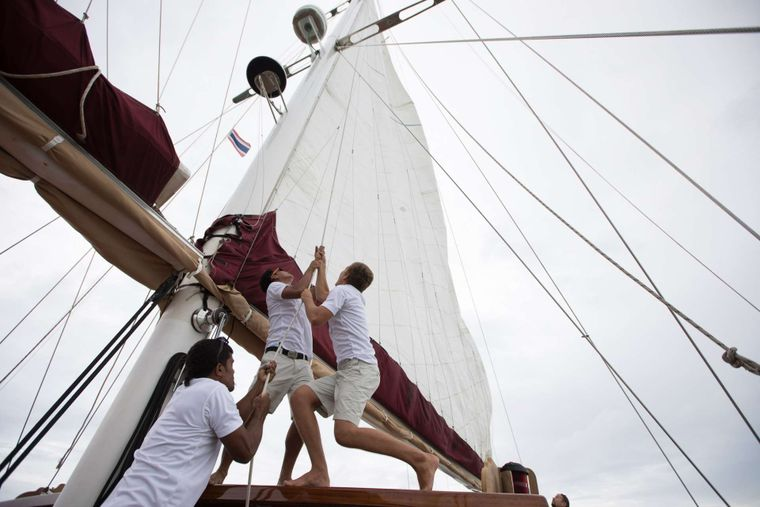 ORIENT PEARL Yacht Charter - Hoisting the sails