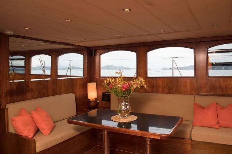 ORIENT PEARL Yacht Charter - Cosy seating and lots of natural light