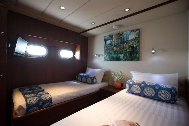ORIENT PEARL Yacht Charter - Two twin cabins