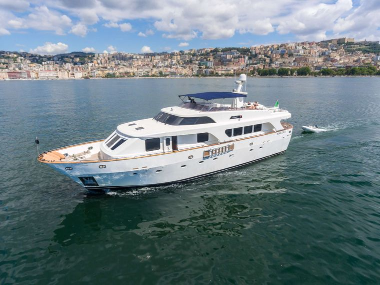 SHANGRA Yacht Charter - Profile view with tender