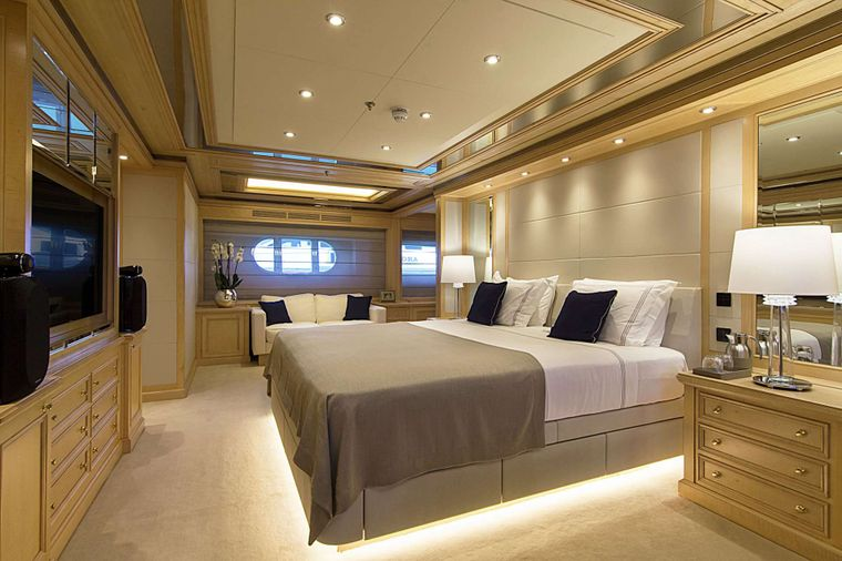 INVADER Yacht Charter - Master Suite