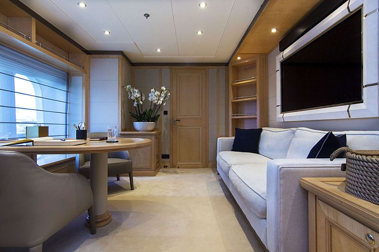 INVADER Yacht Charter - Master Private Study