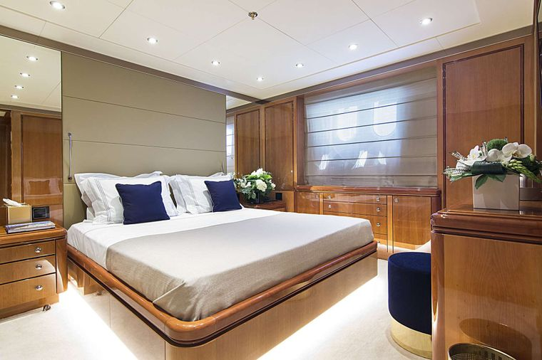 INVADER Yacht Charter - VIP I Suite