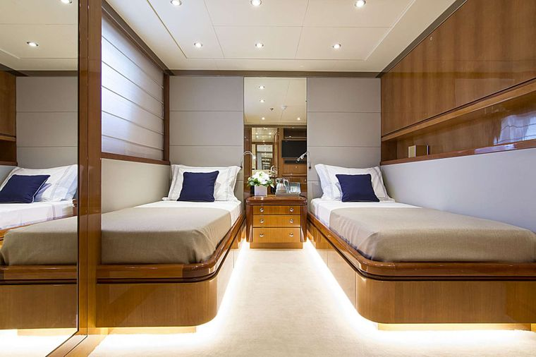 INVADER Yacht Charter - Twin Stateroom