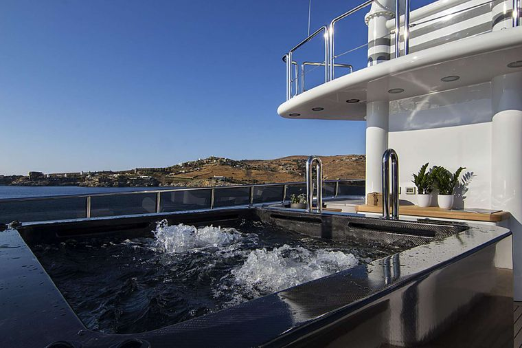 INVADER Yacht Charter - Jacuzzi
