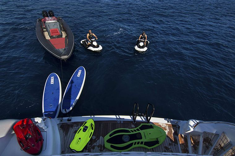 INVADER Yacht Charter - Swimming platform / water toys