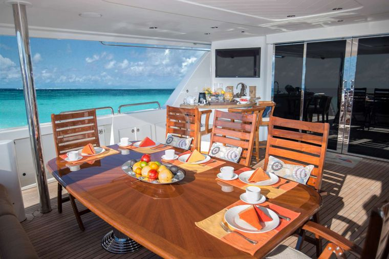 WILD KINGDOM Yacht Charter - Aft Deck Dining