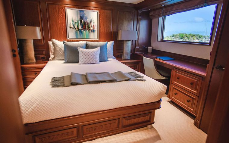 PURE BLISS Yacht Charter - Queen Stateroom