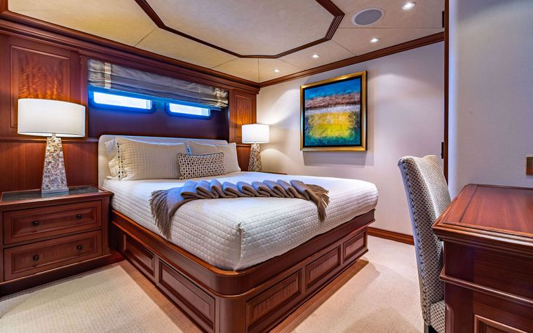 PURE BLISS Yacht Charter - Double Stateroom