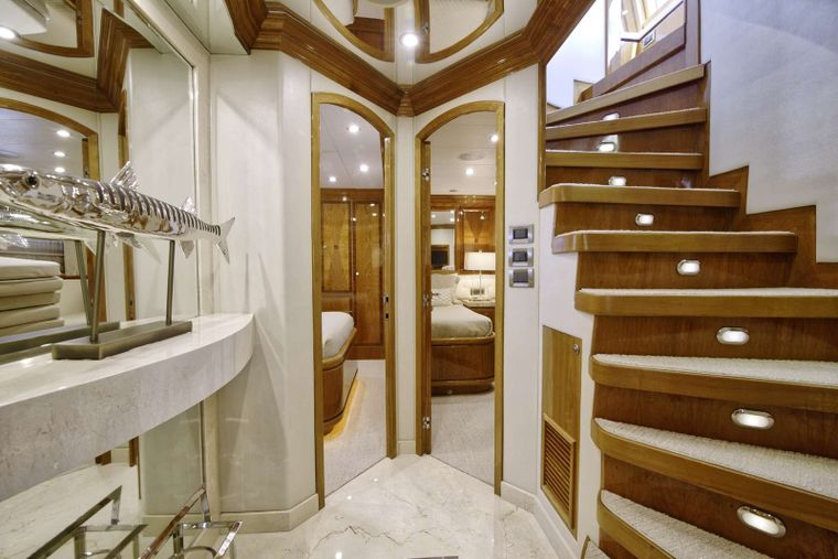 STERLING V Yacht Charter - Lower Stateroom Foyer