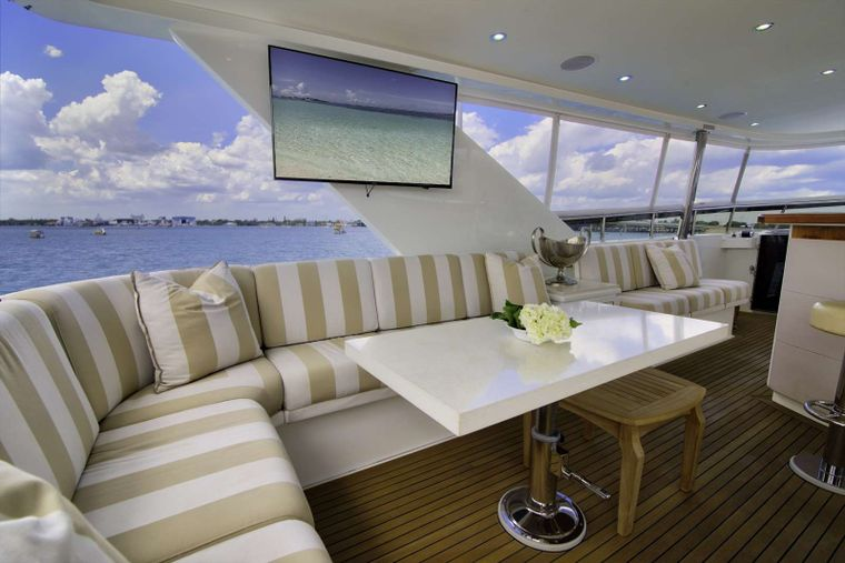 STERLING V Yacht Charter - Flybridge Seating