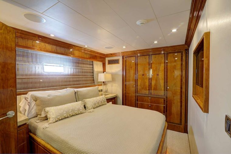 STERLING V Yacht Charter - Queen Stateroom
