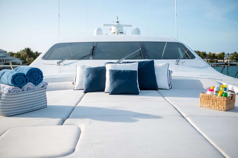FREE SPIRIT Yacht Charter - Bow Seating