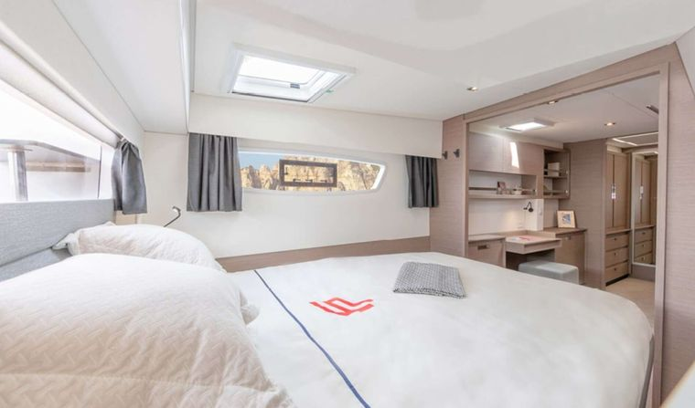 InDoses Yacht Charter - Master cabin suite