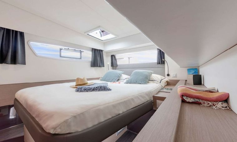InDoses Yacht Charter - Queen cabin