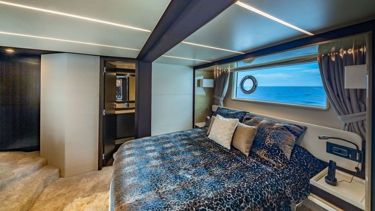 DADDY'S LADY Yacht Charter - Master Stateroom