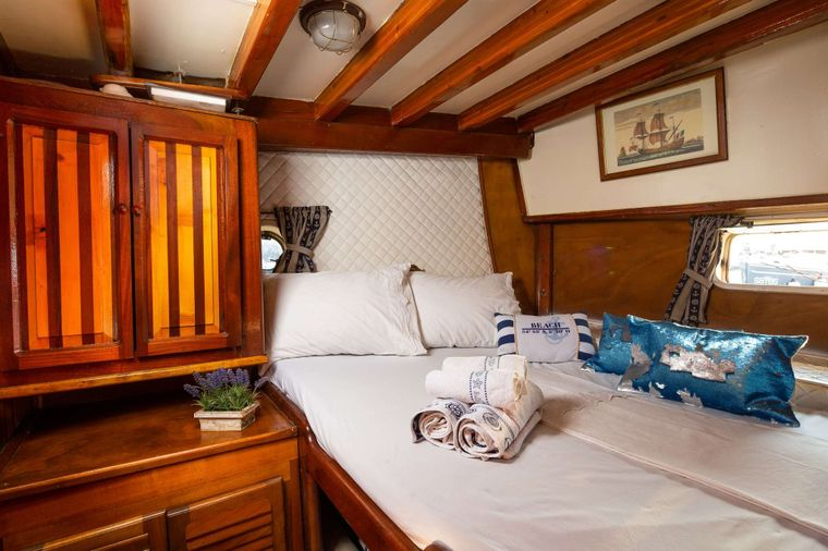 San Yacht Charter - double bed cabin