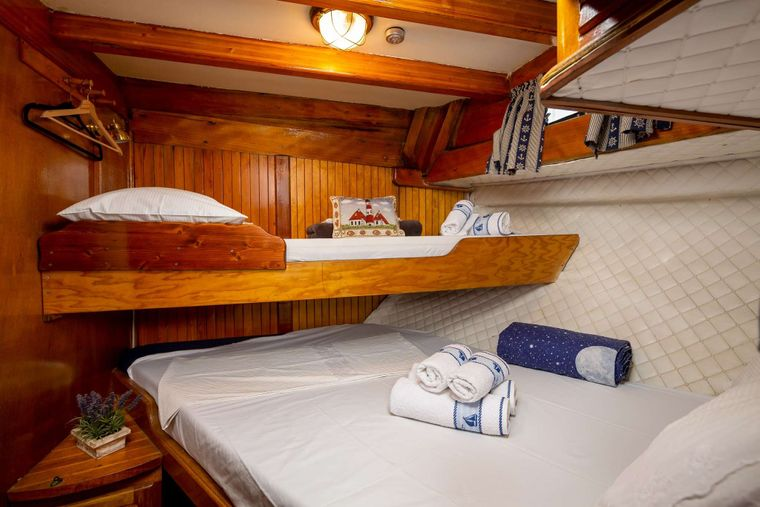 San Yacht Charter - double bed cabin with additional bed for child
