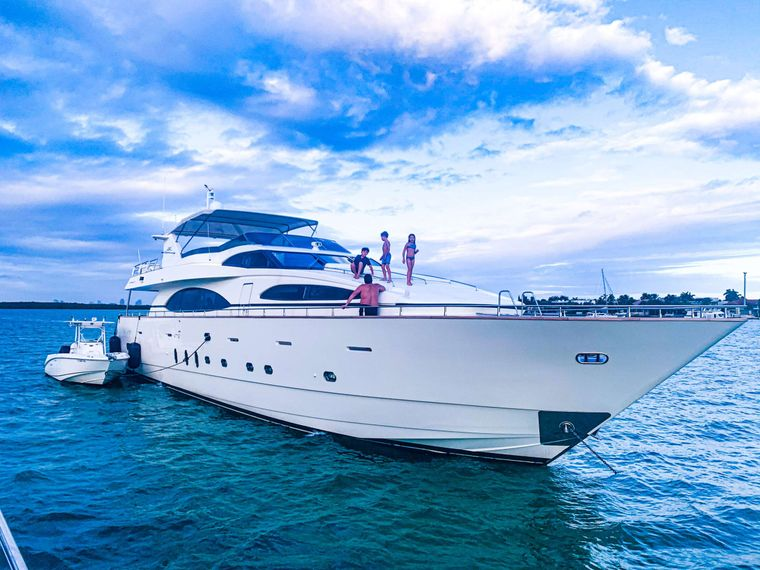 Reflections Yacht Charter - Ritzy Charters