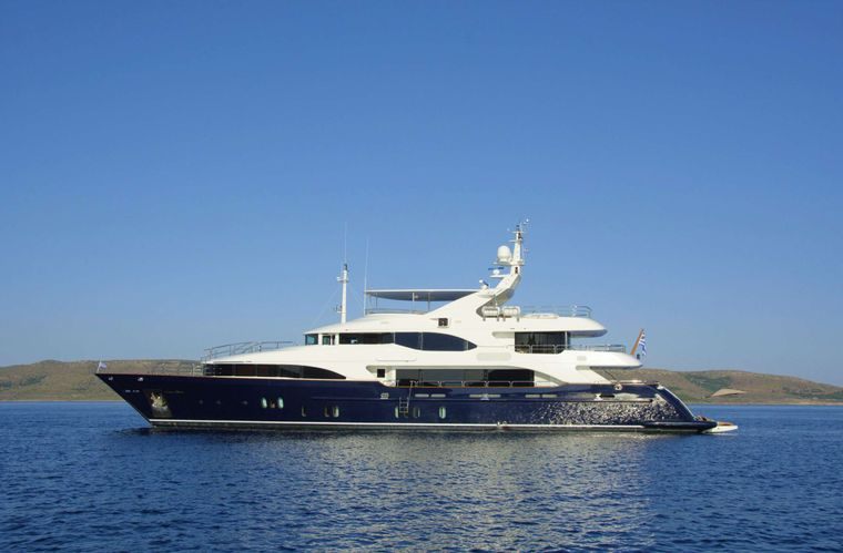 GRANDE AMORE Yacht Charter - Ritzy Charters
