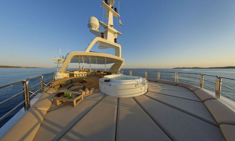 GRANDE AMORE Yacht Charter - Sundeck Jacuzzi