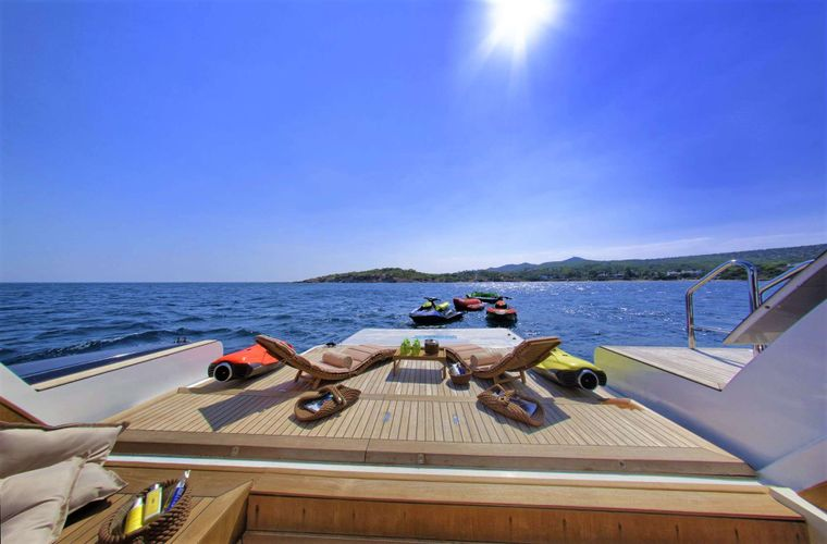 GRANDE AMORE Yacht Charter - Beach Club (32 sq.m) with Sauna, Shower, Gym Equipment, Swimming Platform & Floating Island