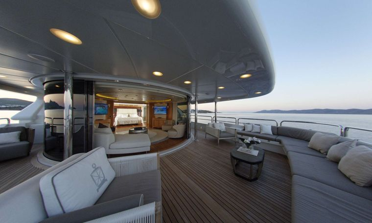 GRANDE AMORE Yacht Charter - Bridge Deck with SKYLOUNGE & 2nd Master Cabin which can be totally separated by the Skylounge