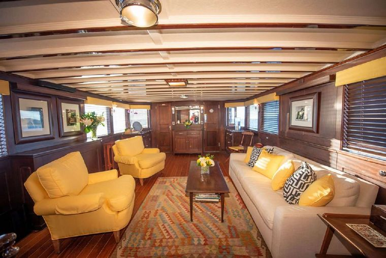 BB Yacht Charter - Salon with Day Head