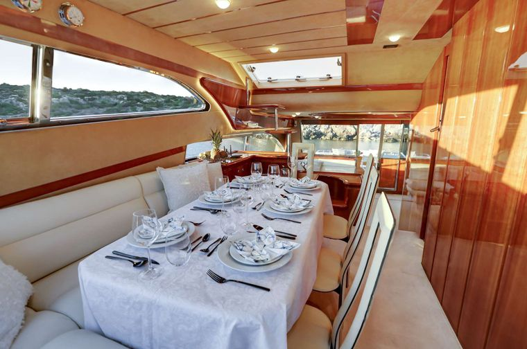 ALSIUM Yacht Charter - Dining area