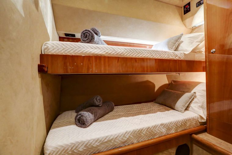 ALSIUM Yacht Charter - Twin cabin II with upper & lower beds