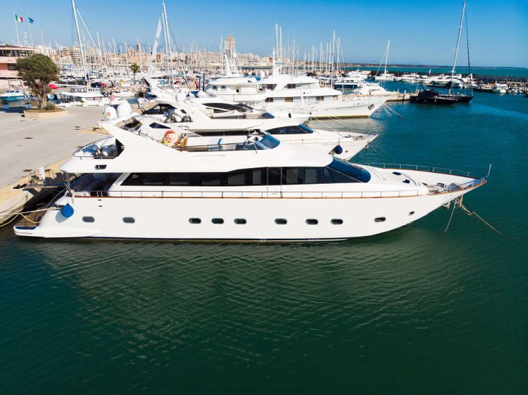 First Lady Yacht Charter - Ritzy Charters