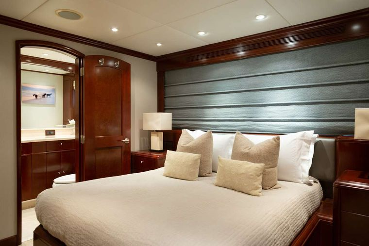 ODIN Yacht Charter - Queen stateroom, stbd