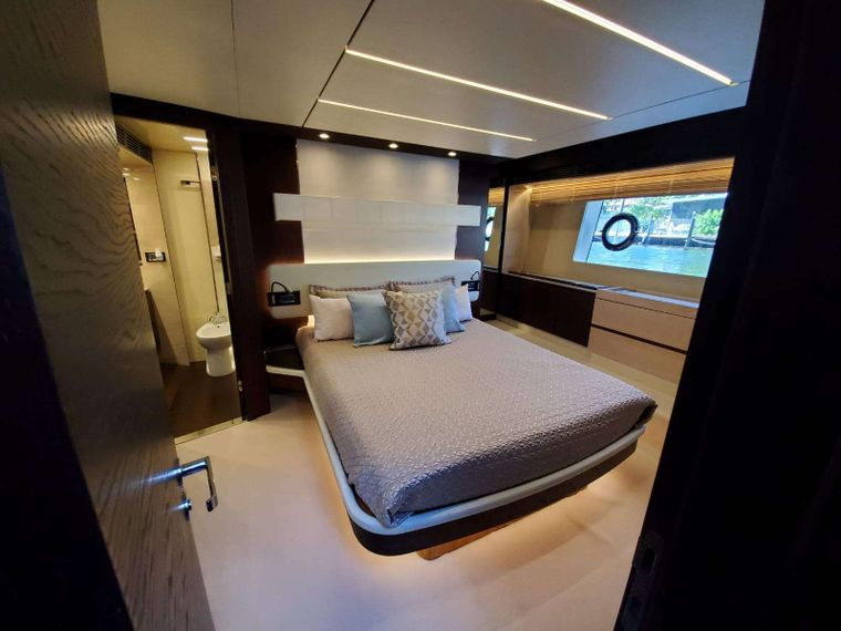 No Name Yacht Charter - Master Suite