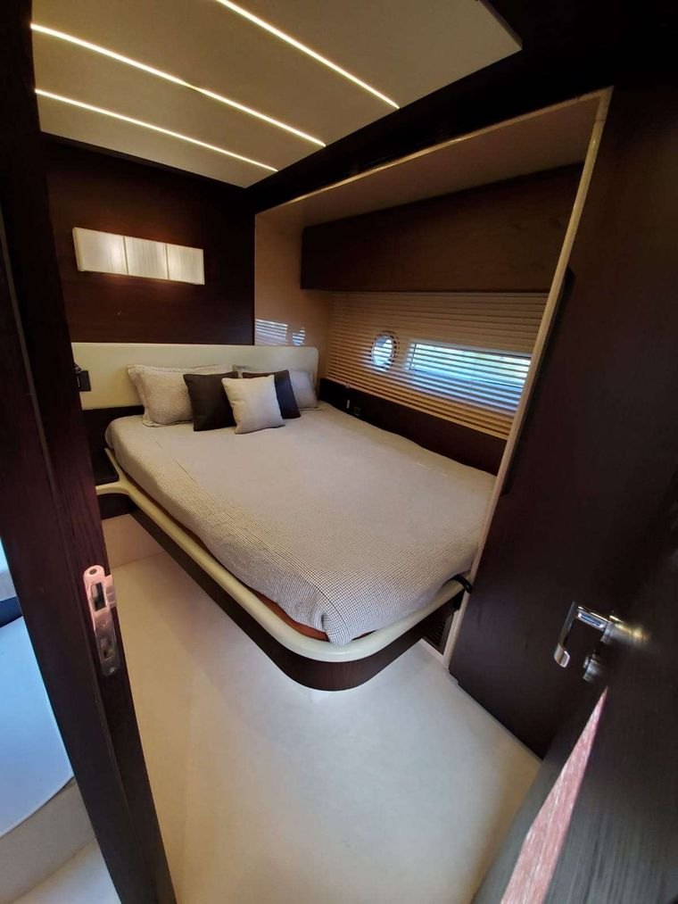 No Name Yacht Charter - Double Suite