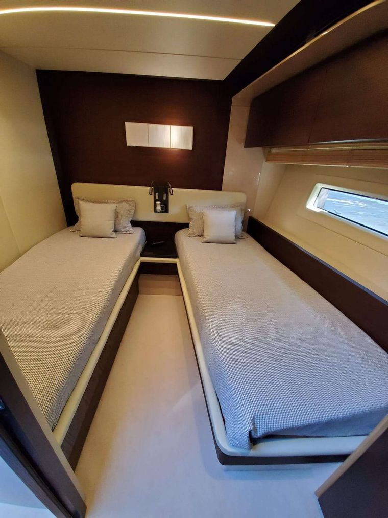 No Name Yacht Charter - Twin Suite