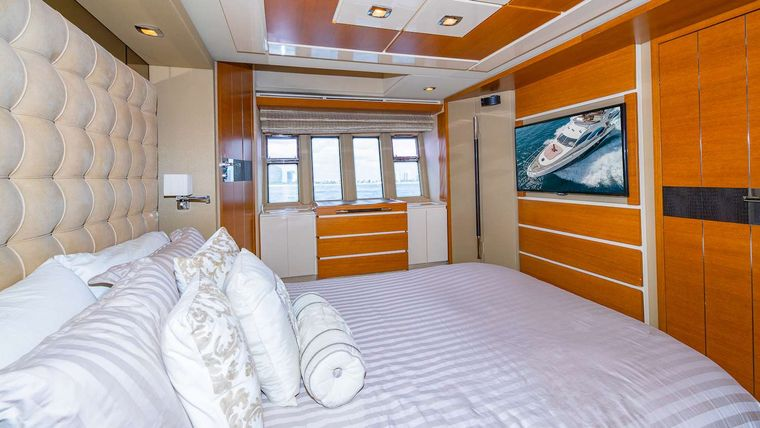WICKED Yacht Charter - Master Stateroom