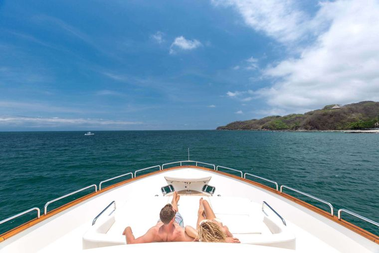 AMANECER Yacht Charter - Bow