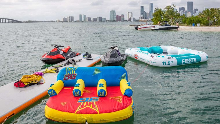 IV TRANQUILITY Yacht Charter - Water toys