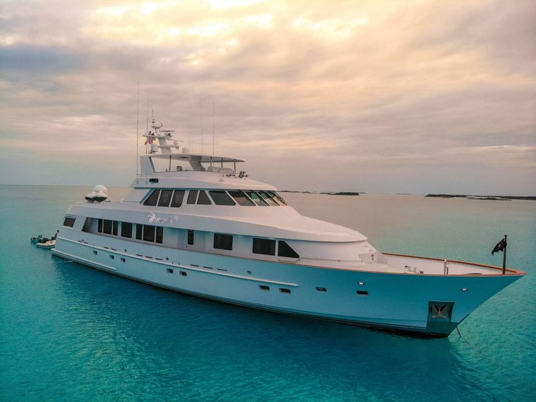 CRESCENDO IV Yacht Charter - Ritzy Charters