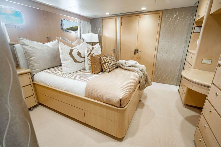 CRESCENDO IV Yacht Charter - Stbd Guest Stateroom