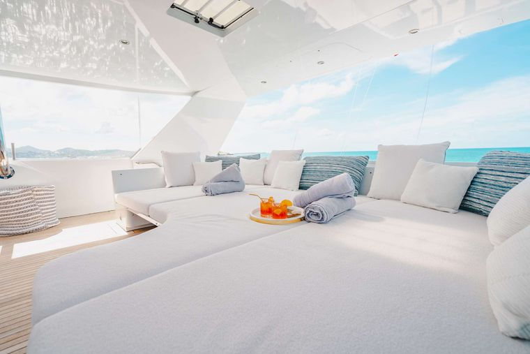 CRESCENDO IV Yacht Charter - Skydeck Daybed