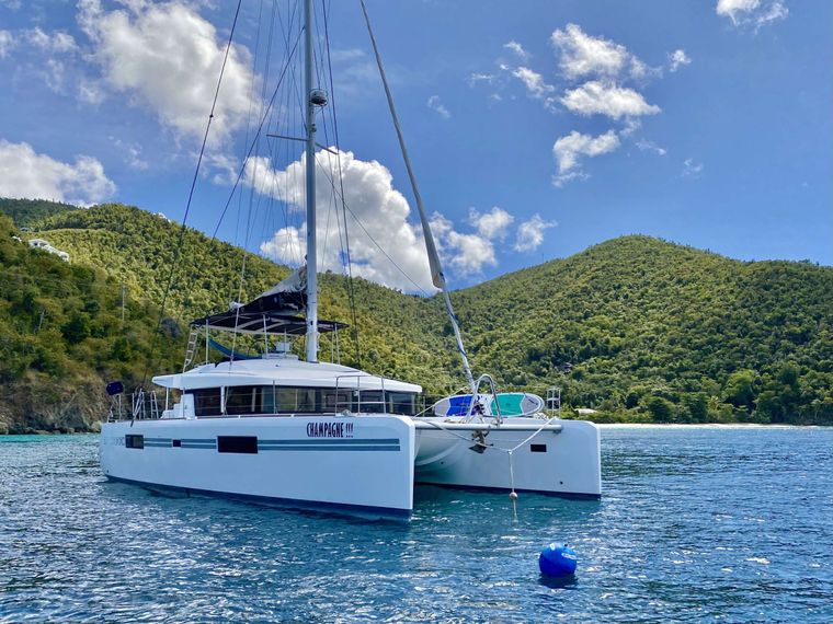 CHAMPAGNE L52 Yacht Charter - Ritzy Charters