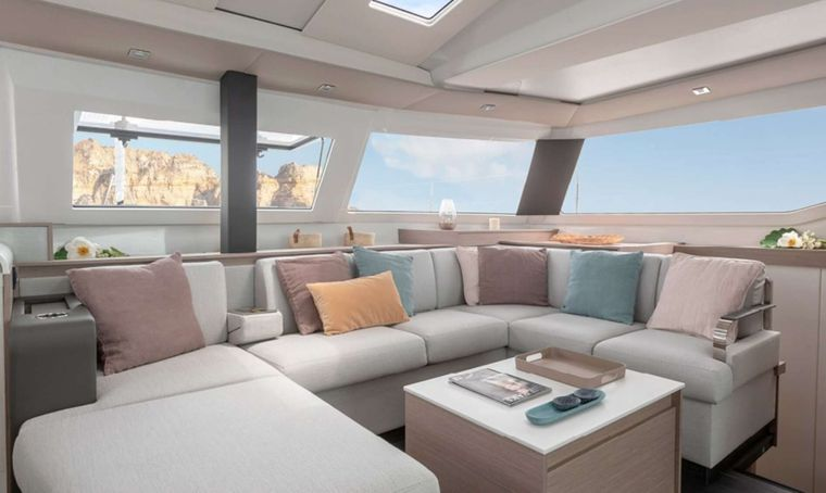 Ruckus Yacht Charter - Bright and spacious saloon